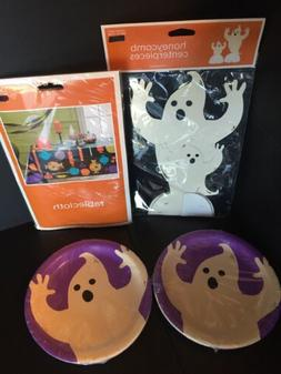 """H2) 24 HaLLoWeeN Party 6 3/4""""Paper Snack Plates, Tableclot"""